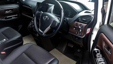 2017 Toyota Voxy 2.0 - Mobil Pilihan (s-6)