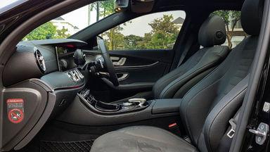 2018 Mercedes Benz E-Class 300 - Mobil Pilihan (s-5)