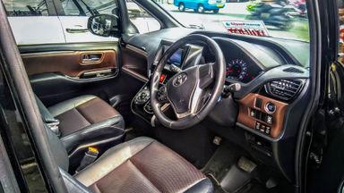 2018 Toyota Voxy AT - Mobil Pilihan (s-4)