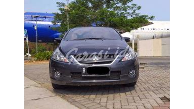 2010 Mitsubishi Grandis at - SIAP PAKAI!