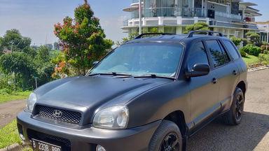 2004 Hyundai Santa Fe Gasoline 2.4 4x2 AT - Terawat Siap Pakai