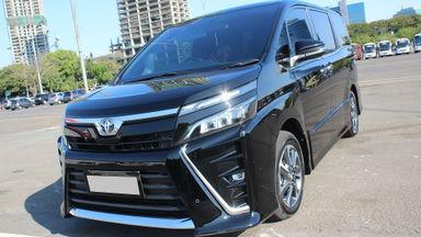 2018 Toyota Voxy 2.0 AT Hitam - Mulus Terawat