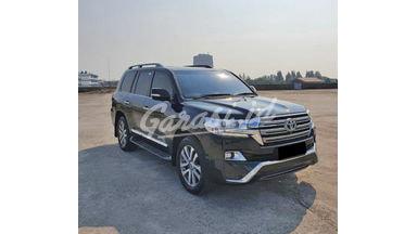 2018 Toyota Land Cruiser VX-R - Mobil Pilihan