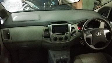 2014 Toyota Kijang Innova V - Mobil Pilihan (s-5)