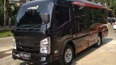 2018 Isuzu Elf Minibus long - Murah Dapat Mobil Mewah