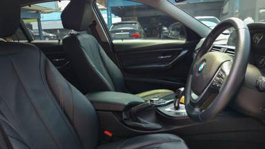2014 BMW 3 Series 320i Luxury - Mobil Pilihan (s-4)