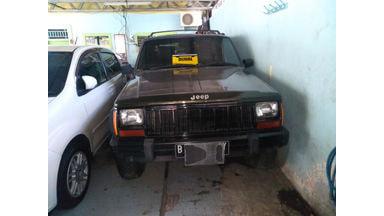 1995 Jeep Cherokee 4x4 - Siap Pakai