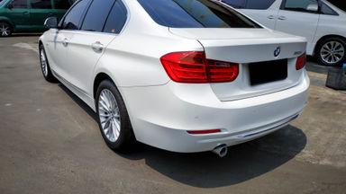 2014 BMW 3 Series 320i Luxury - Mobil Pilihan (s-2)