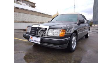 1992 Mercedes Benz E-Class E230 - Istimewa