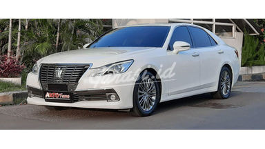 2013 Toyota Crown Royal Saloon - Facelift
