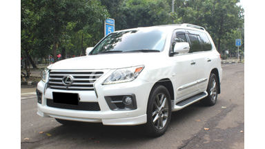 2012 Lexus LX 570 AT - Good Contition Like New