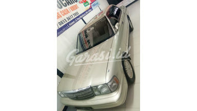 1998 Toyota Crown Saloon - Istimewa