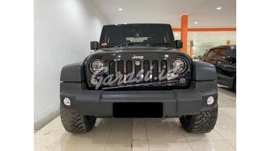 2015 Jeep Wrangler Rubicon - Mobil Pilihan
