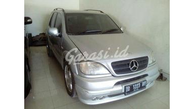 2000 Mercedes Benz ML-Class 320 - Istimewa Seperti Baru