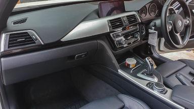 2015 BMW 3 Series 330i CKD - Mobil Pilihan (s-5)