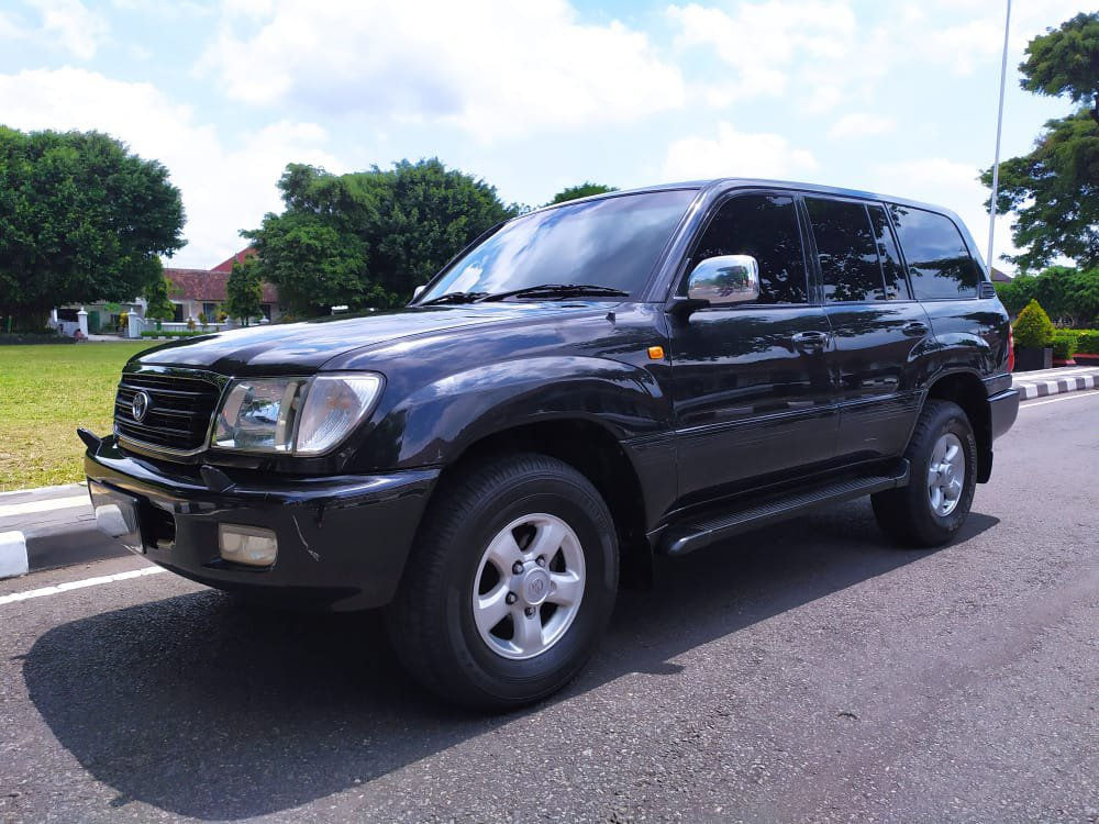 2002 Toyota Land Cruiser VX100 Limited