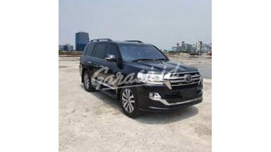2019 Toyota Land Cruiser 200 VXR - Mobil Pilihan