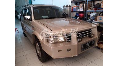 2006 Ford Everest XLT - Terawat & Siap Pakai