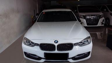 2014 BMW 3 Series 320i - Mobil Pilihan