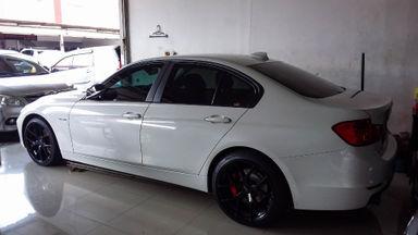 2014 BMW 3 Series 320i - Mobil Pilihan (s-3)