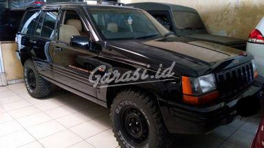 2000 Jeep Cherokee 4x4 - Siap Pakai