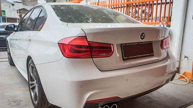 2015 BMW 3 Series 330i CKD - Mobil Pilihan (s-3)