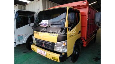 2010 Mitsubishi Fuso truk - Siap Pakai