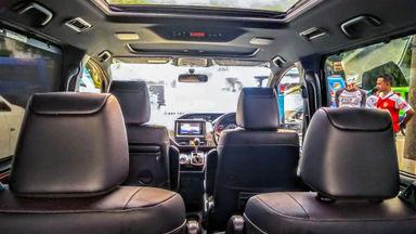 2018 Toyota Voxy AT - Mobil Pilihan (s-5)