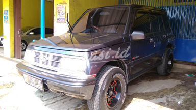 1994 Suzuki Escudo . - Terawat Siap Pakai