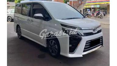 2020 Toyota Voxy 2.0 - Mobil Pilihan