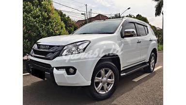 2016 Isuzu MU-X Premier - Mobil Pilihan