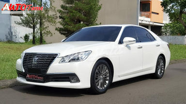 2013 Toyota Crown Royal Saloon