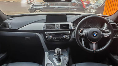 2015 BMW 3 Series 330i CKD - Mobil Pilihan (s-4)