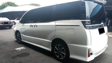 2017 Toyota Voxy 2.0 - Mobil Pilihan (s-3)