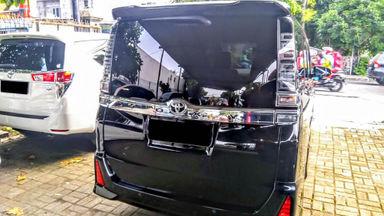 2018 Toyota Voxy AT - Mobil Pilihan (s-3)