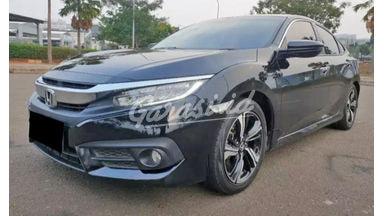 2016 Honda Civic Turbo Prestige - Mobil Pilihan