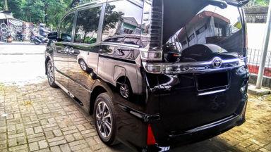 2018 Toyota Voxy AT - Mobil Pilihan (s-2)