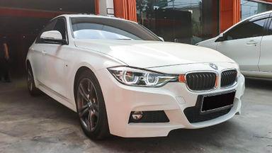 2015 BMW 3 Series 330i CKD - Mobil Pilihan (s-2)