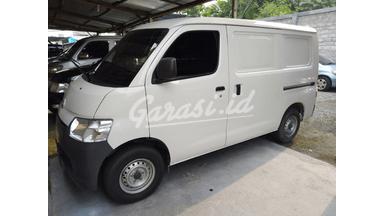 2017 Daihatsu Luxio Van - siap pakai