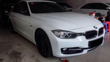 2014 BMW 3 Series 320i - Mobil Pilihan (s-2)