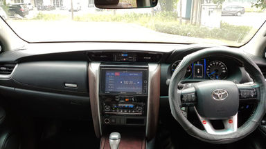 2016 Toyota Fortuner VRZ 2.4 AT - Mobil Pilihan (s-4)