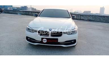 2017 BMW 3 Series 320i - Mobil Pilihan