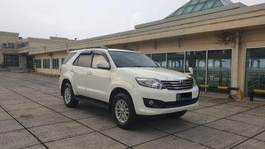 2013 Toyota Fortuner 2.7 V 4x4 Bensin AT Fullspec - Favorit Dan Istimewa (s-0)