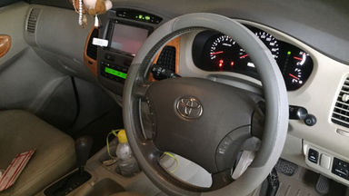 2010 Toyota Kijang Innova 2.0 V - Barang Bagus Siap Pakai (s-7)