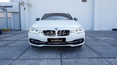 2016 BMW 3 Series 320i F30 Sport - Mobil Pilihan