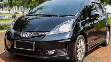 2014 Honda Jazz RS - Mobil Pilihan