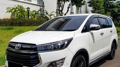 2017 Toyota Kijang Innova Venturer AT - Mobil Pilihan