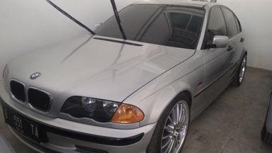 2001 BMW 3 Series 318i - Kondisi Istimewa