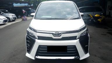 2017 Toyota Voxy 2.0 - Mobil Pilihan (s-2)