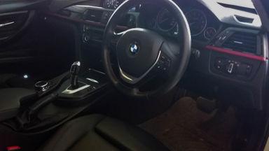 2014 BMW 3 Series 320i - Mobil Pilihan (s-5)